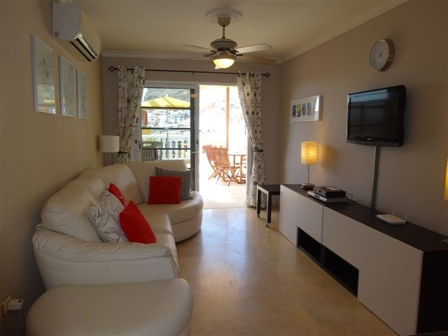 Mirador - 3 Bed Apartment - Beachside - Lounge with TV & Wifi