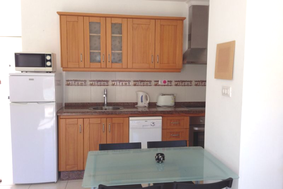 Oasis  - 1 Bed Apartment - Beachside - Kitchen