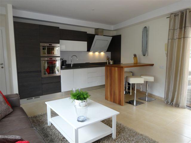 Vista Parq 6 - 1 Bed Apartment - Close to Beach - Lounge/Kitchen/ Island unit