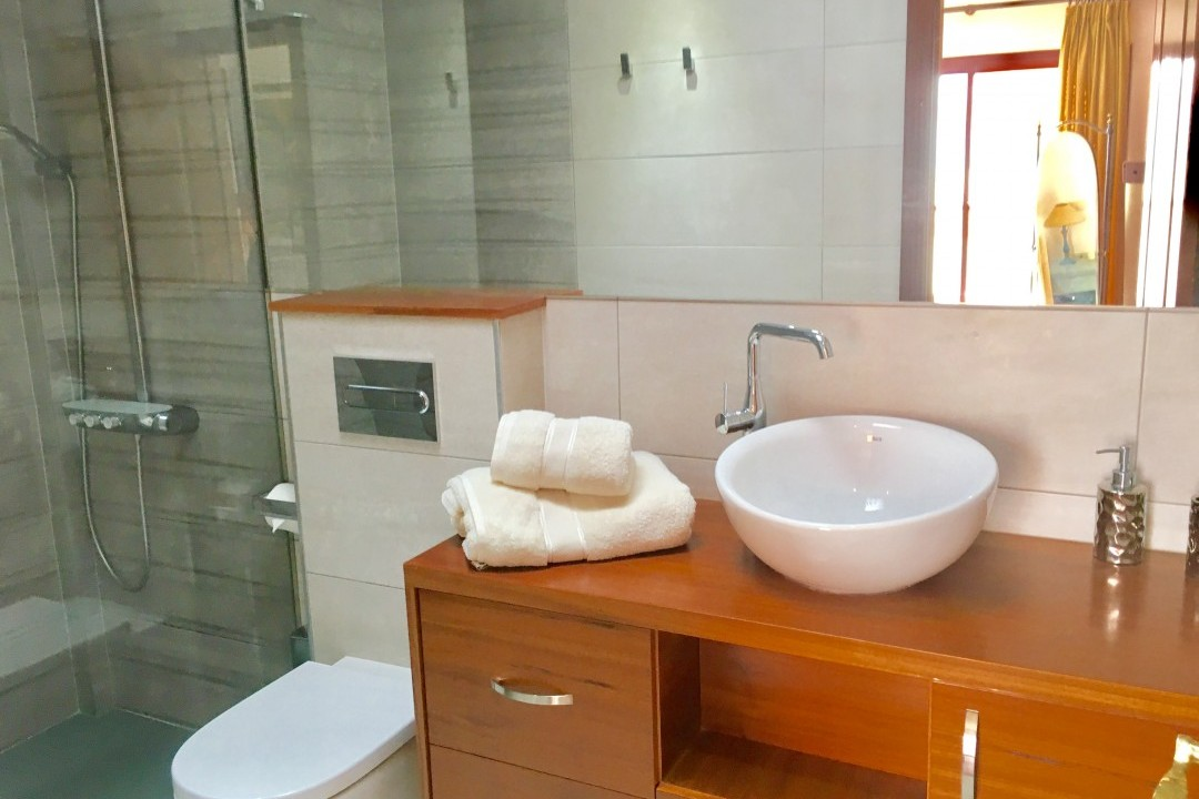 Pescadores  - 3 Bed Penthouse  - Beachside Luxury - Master Bathroom ensuite