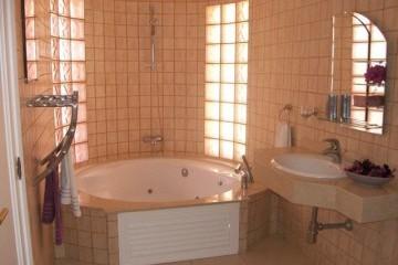 Penthouse Paraiso Mogan  - Luxury 2 bedroomed  - fabulous views - Guest Bathroom/Jacuzzi