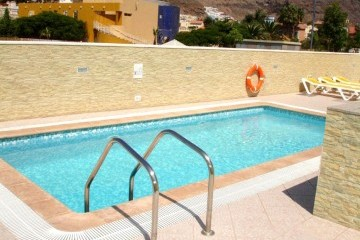 Oasis  - 1 Bed Apartment - Beachside - Swimming pool
