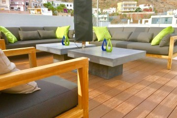Pescadores  - 3 Bed Penthouse  - Beachside Luxury - Tables, Sofas, Parasols.